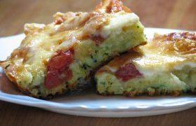 Cukkinipizza paradicsommal és sajttal