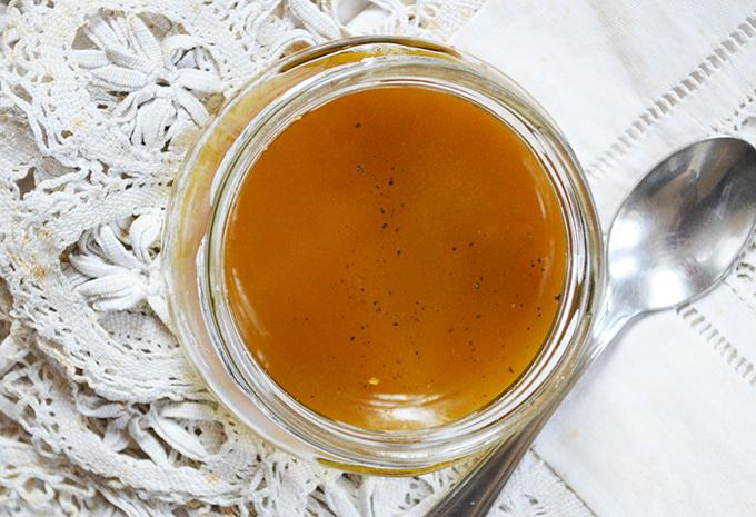 Vinaigrette olíva olajjal, balzsamecettel és csipetnyi borssal/Fotó: Myreille