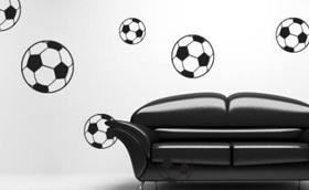 Nem menekülhetsz a vébé alatt: fociláz