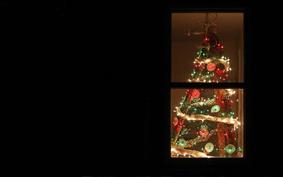Karácsonyfa újrahasznosított építési hulladékból