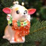 Legújabb úri sikk: csivava a karácsonyfán