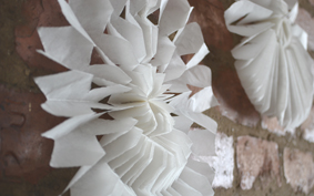 Téli hangulatban: hópehely zsírpapírból