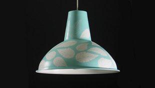 2500 WATT: 25 egyforma ipari lámpa átalakulása