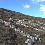 Szeles dombok, kövekkel kirakott szerelmes üzenetek
