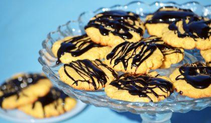 Csokoládés-földimogyoróvajas ropogós keksz