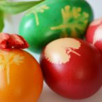 A klasszikus: harisnyás tojás levéllenyomattal