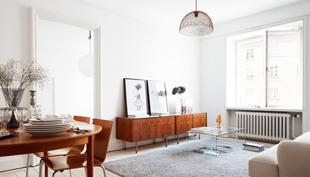 100 éves ház csupa fehér lakása Stockholmban