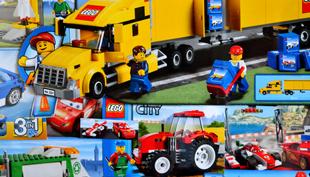 Kép a gyerekszobába: LEGO dobozokból készült kollázs