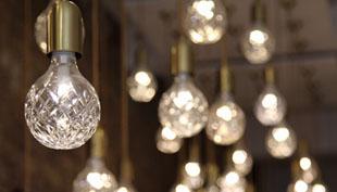 Ragyogás: Lee Broom csiszolt ólomüveg lámpái