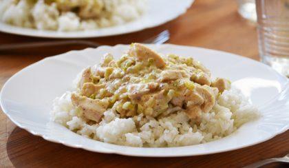 Gyors ebéd: póréhagymás-szerecsendiós csirkemell