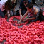 Negyvenezer piros kocka Budapesten