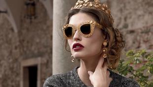 Napszemüveg leheletfinom aranycsipkéből virágokkal