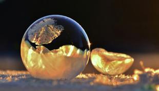 Frozen-Bubbles-Angela-Kelly01