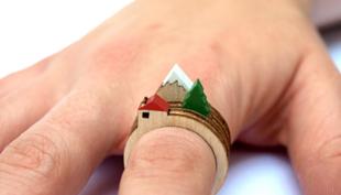Háromgyűrű: apró tájkép az ujjon