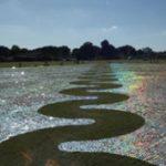 Művészi recycling: CD tenger a zöld mezőn