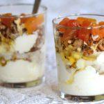 Joghurtos pohárkrém pörkölt dióval, mézzel