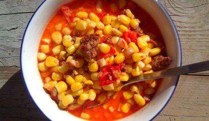 Kolbászos-paprikás kukoricaleves