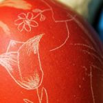 Törékeny húsvéti varázslat: hímezz tojást sniccerrel!