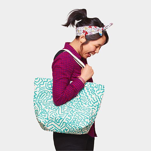 Tote_Uniqlo_Haring_Turquoise_Pattern_on_White2