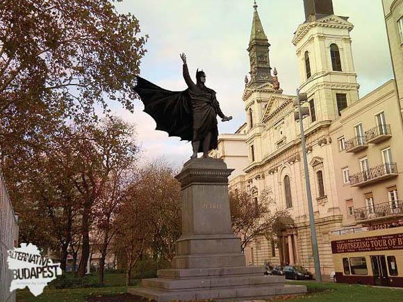 Batman szobor a Petőfi téren/Alternative Budapest - KoPé