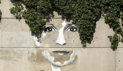 Amikor a fa és a fűcsomó is a művészet része