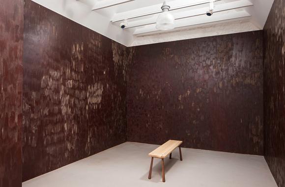 Anya Gallaccio: Stroke, avagy a csokoládéval kifesett szoba/Jupiter Artland