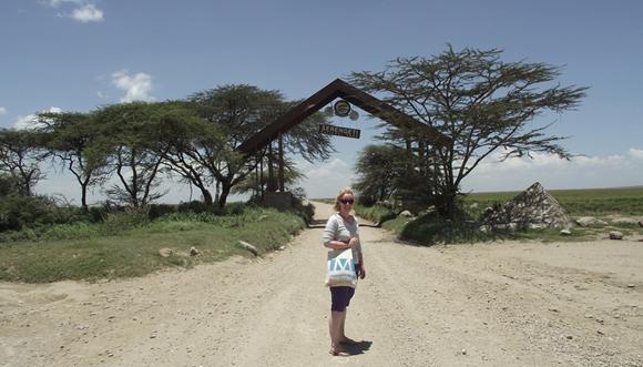 Serengeti Nemzeti Park bejárata, Tanzania (Fotó: Edit, 2014)