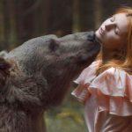 A medve csókja: női portrék élő vadállatokkal