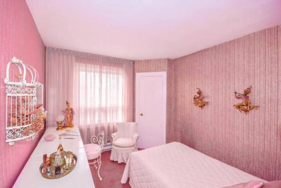 Vendégszoba sok rózsaszínnel...