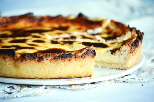 A töltelék citromos krémje tökéletesen illik az omlós tésztához. Bármilyen friss gyümölcs illik hozzá. (Fotó: Myreille)
