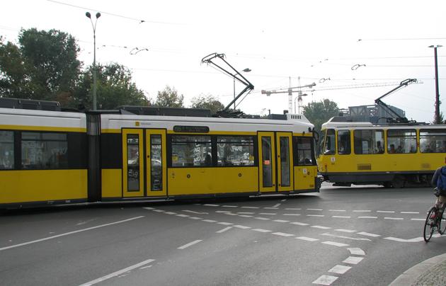 A berlini villamosok sárgák, akárcsak a budapestiek (Fotó: Myreille)