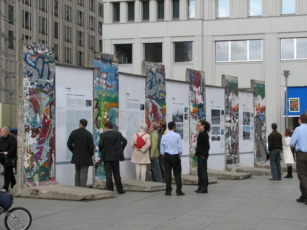 Ennyi maradt a falból. 25 évvel ezelőtt döntötték le a berlini falat (Fotó: Myreille)