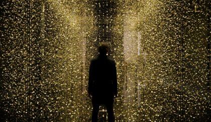 A csillámló idő, avagy a mindenség installációja