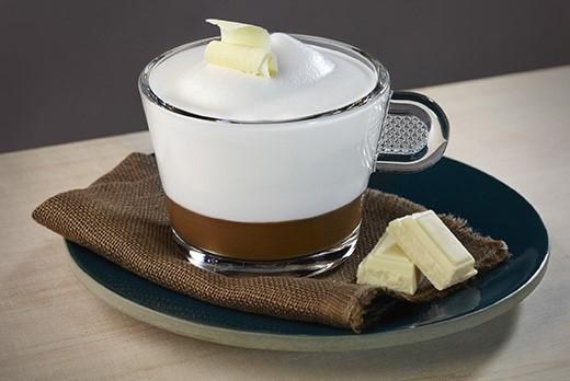 Erdei-gyümölcsös Cappuccino újragondolva fehér csokoládéval