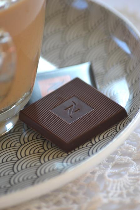 A kávé tökéletes befejezése egy falat különleges csokoládé. (Fotó: Myreille)