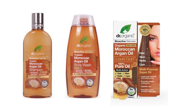 Amióta megismertem, rendszeresen használom az argán oldajat, sőt, a gyerekeim szívesen kenik magukra. Már éppen kifogyóban voltak a készleteim, amikor megtaláltam a Dr. Organic 100% Marokkói bio argán olajat. Használom arcra, hajra, test- és kézápolónak, ám az argán olajos termékeket eddig kerültem. de most kacérkodom a Dr.Organic argános samponnal és tusfürdővel is.