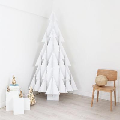 Karácsonyfa fehér kartonból