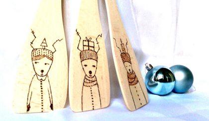Itt a tél: rénszarvasok télikabátban, sapkában