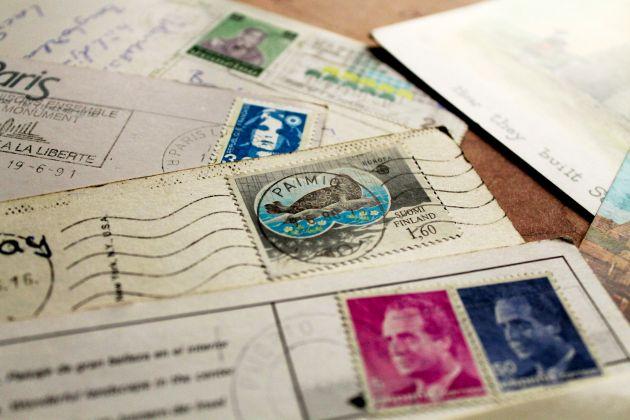 A képeslapokon a bélyeg és a pecsét az extra bónusz (Fotó: Vidra)
