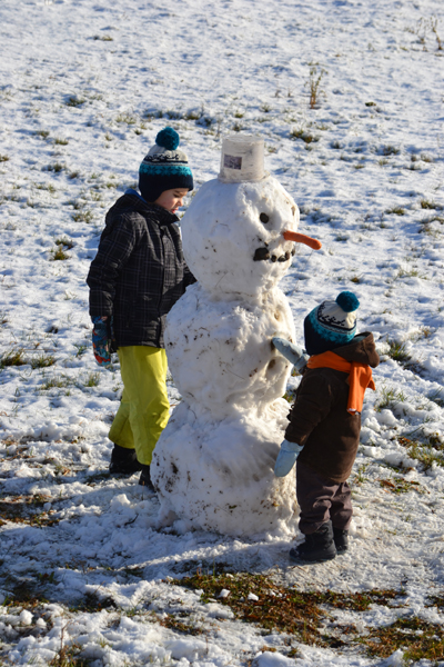 Épül a hóember (Fotó: Myreille)