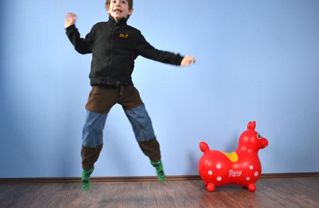 """Jó marketinggel divatba hozzuk a """"dupla"""" nadrágot, ahogy Zsombi nevezi az új gatyáját. (Fotó: Myreille)"""