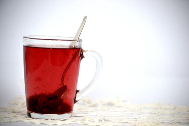 Egy bögre sült tea. Ez éppen málnás. (Fotó: Myreille)