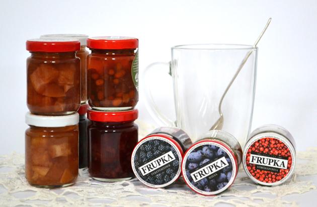 Nem csak a gyümölcsök ízét, illatát őrzik a Frupka üvegek, hanem a gyümölcsöket is. (Fotó: Myreille)