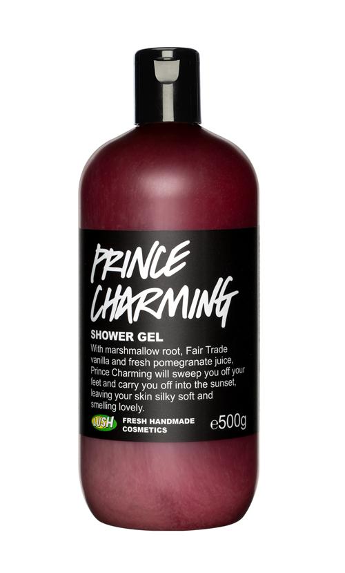 """""""A mályvagyökérnek, a fair trade vaníliának és a friss gránátalmalének köszönhetően a Prince Charming levesz a lábadról és ellovagol veled a lenyugvó nap felé, no persze úgy, hogy közben selymesen puhává és csodásan illatossá teszi a bőröd. Az egyedi illat a grapefruit, a szantálfa és a muskátli olajának nagyszerű keveréke."""" - Prince Charming/Lush"""