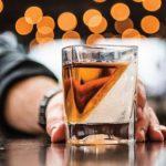 Whiskey jéggel: férfias játékok 21. századi pasiknak