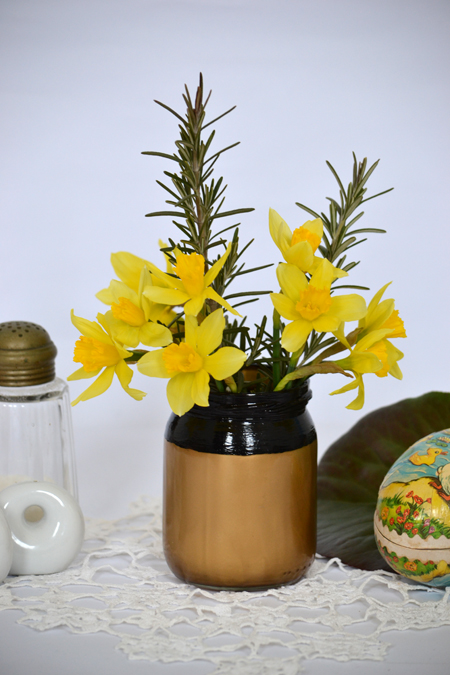 Már-már minimalista, arany-fekete váza befőttes üvegből/Ötlet és fotó: Myreille