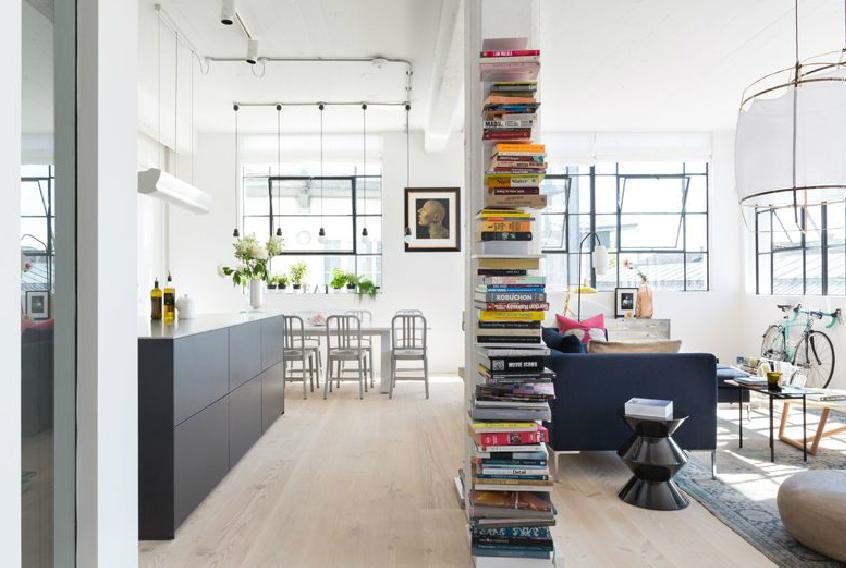 Jól szervezett belső tér, de külön figyelmet érdemel a fa padló is. (fotó: cloudstudios.co.uk)