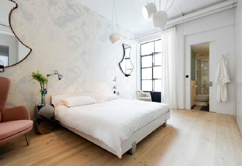 A hálószoba szeparáltabb, intimebb, már-már arisztokratikus. A nappali-konyha-étkezőhöz képest egészen más világ. (fotó: cloudstudios.co.uk)