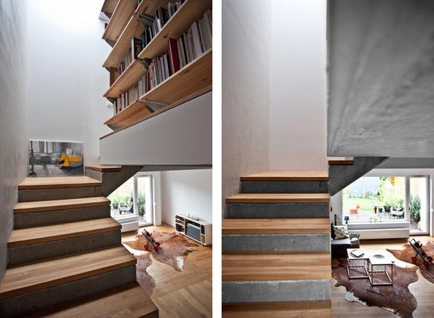 A lépcső dísze az épületnek és a felső szinten könyvespolc váltja ki a korlátot./Fotó: mode:lina architekci