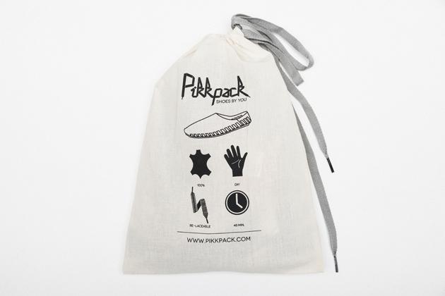 A Pikkpack zacskó egy pár Pikkpack cipőt és 2 pár cipőfűzőt tartalmaz. Pillekönnyű,  súlya csupán 30 deka.